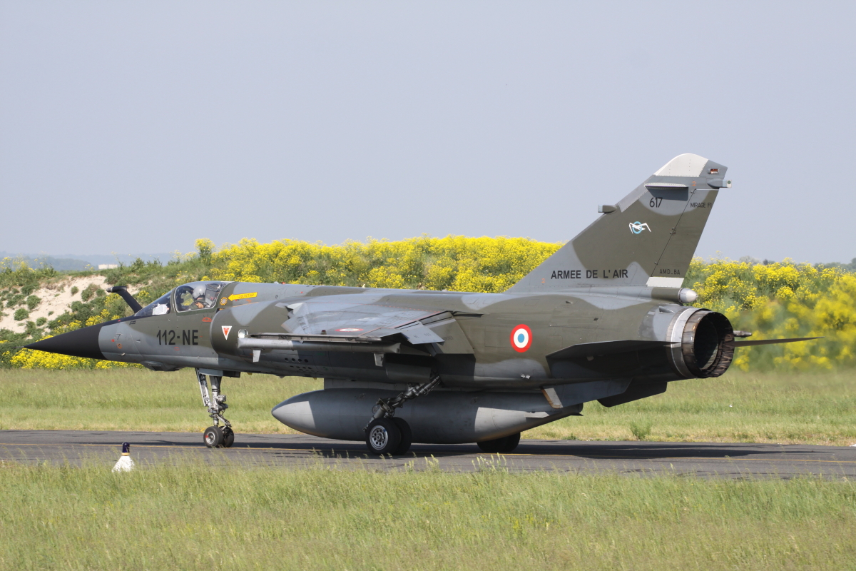 Mirage F-1 taxiing back after one of its final missions at Reims airbase.