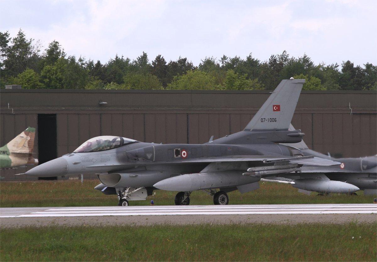 F-16-071006 TuAF